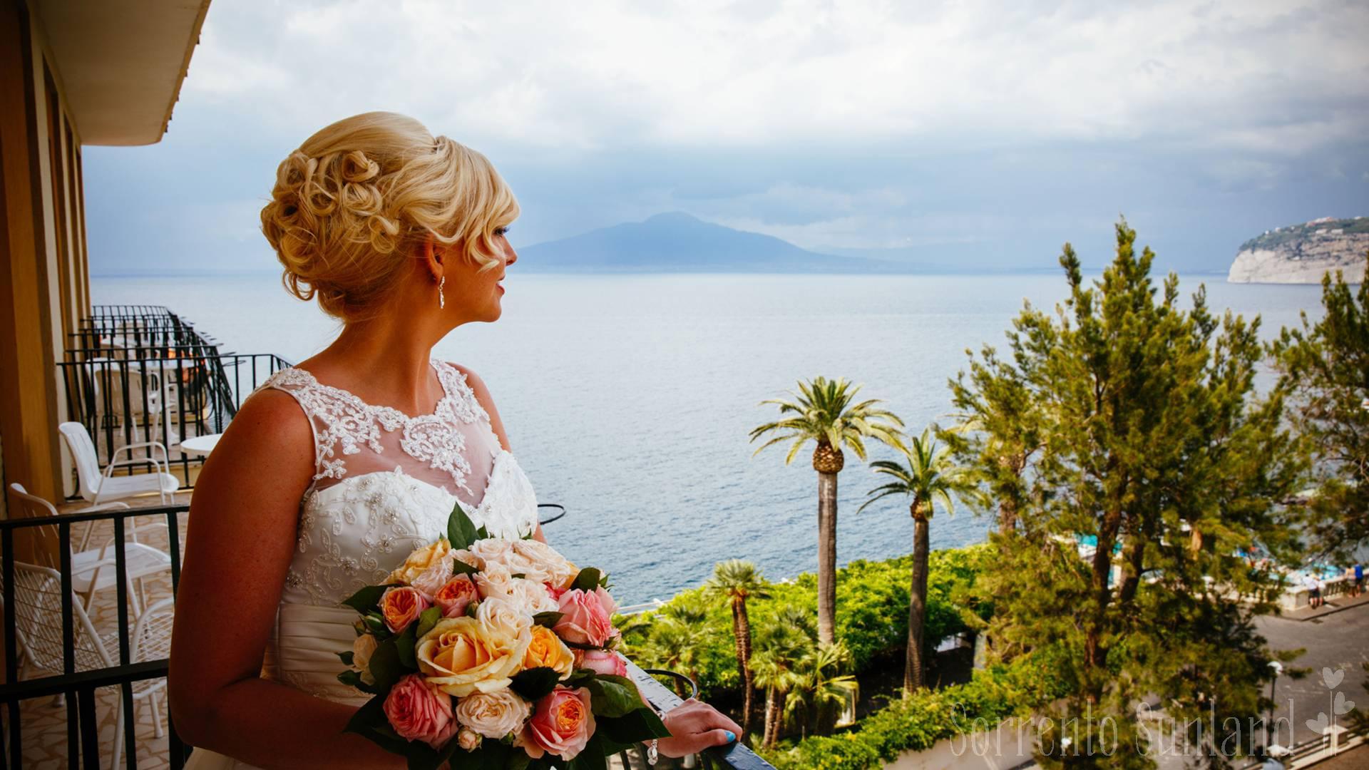 call_to_destinations_Capri_hairset
